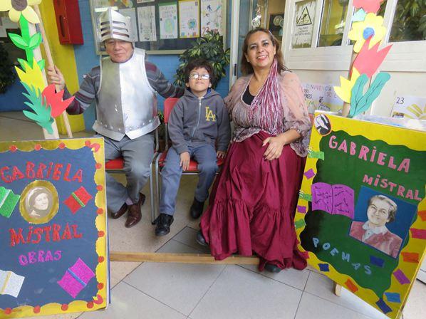 """Semana del Libro """"Don Quijote y Dulcinea visitan la Escuela"""""""