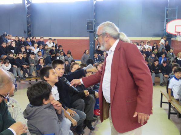 Visita del escritor Alfonso LLoveras Cuevas.
